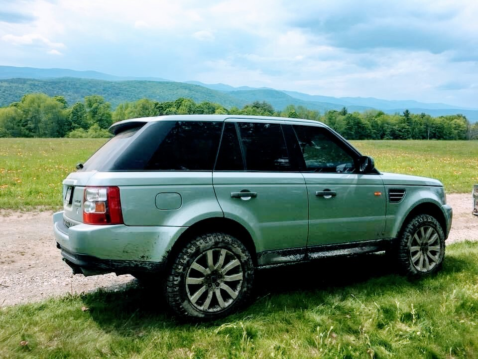 2006 supercharged Range Rover Sport on side of Vermont road