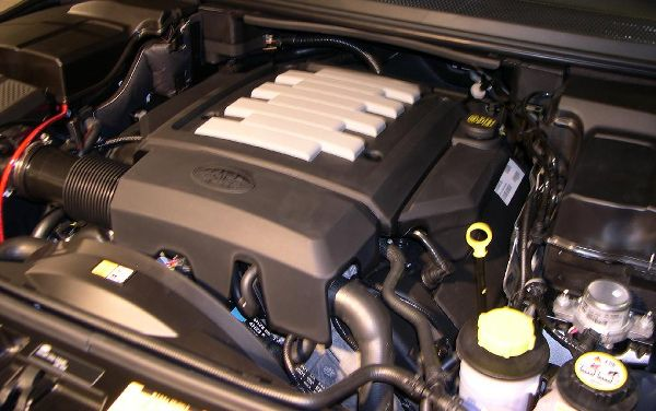 Land Rover V8 engine