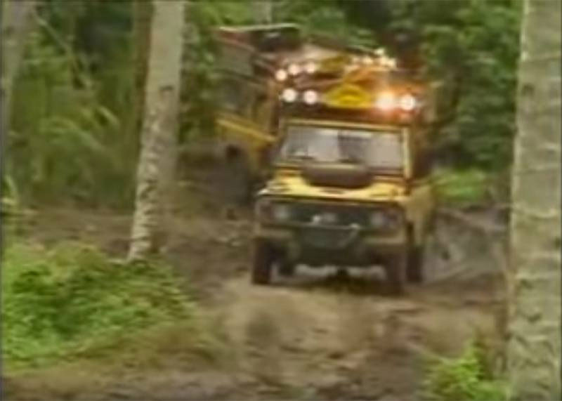 Camel Trophy 1988: Land Rovers on trail