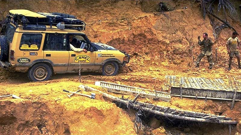 Camel Trophy 1996: Kalimantan yellow Discovery Series II