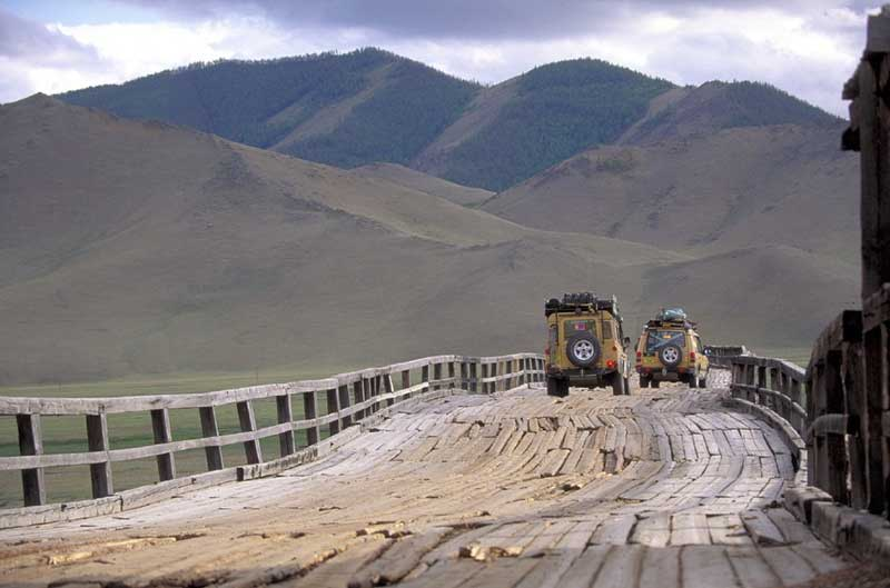 Camel Trophy 1997: Mongolia wooden bridge Land Rover