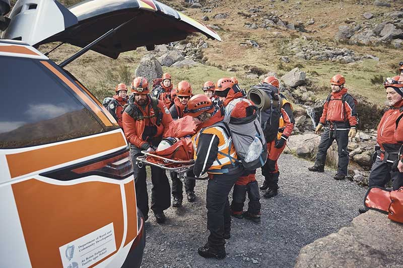 Land Rover Discovery 5 mountain rescue EMT team