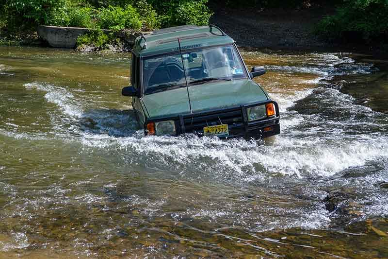 Land Rover Discovery off-road Maryland trail ride