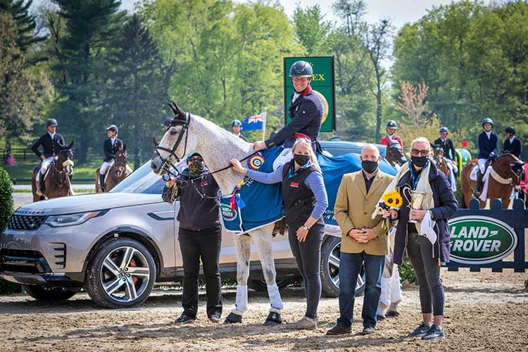 equestrian competition photo - Land Rover sponsor