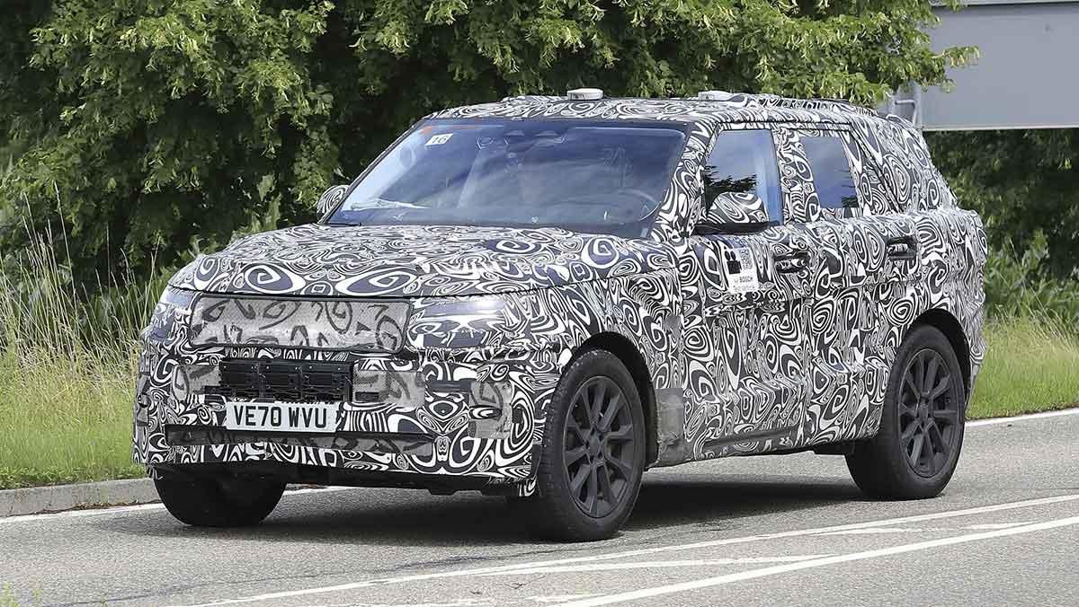 Range Rover Sport SVR spy shot from front